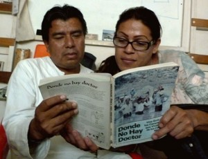 A man and woman read Donde no hay doctor