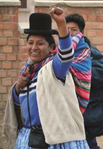 Bolivia januar 2009. Urbefolkningskvinner på vei hjem fra MAS-kongressen i Oruro.